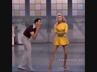 Как она танцует 😻💃🏼