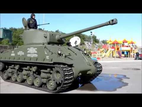 Танк M4A2(76) Sherman на параде по случаю Дня ВМФ, г. Североморск