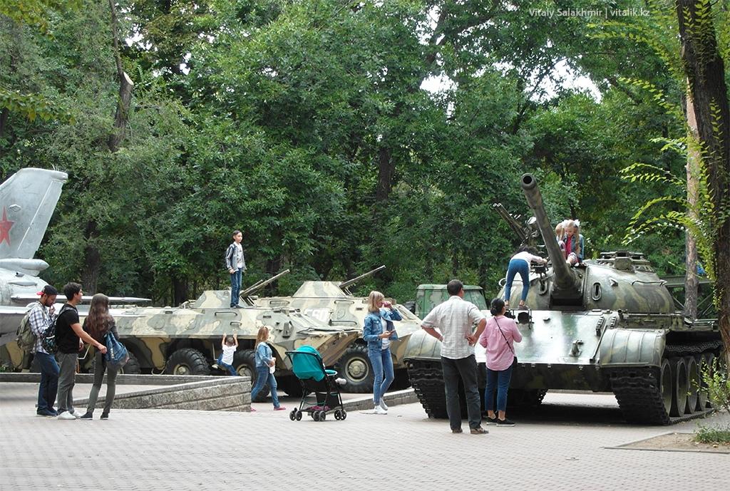 Военная техника в Фемили парке Алматы 2018