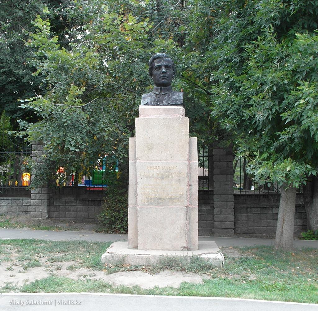 Памятник Виноградову, Алматы, за Сары-Аркой