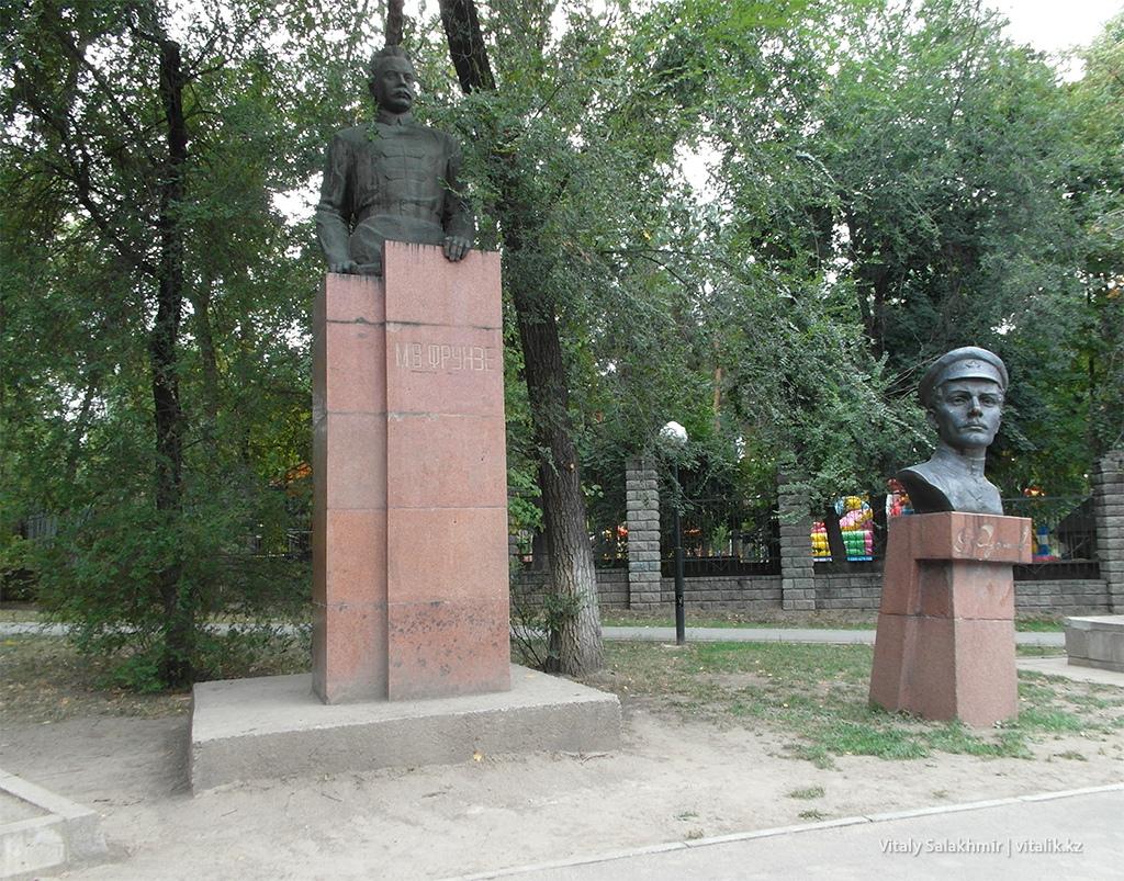 Памятник Фурманов и Фрунзе, Алматы 2018