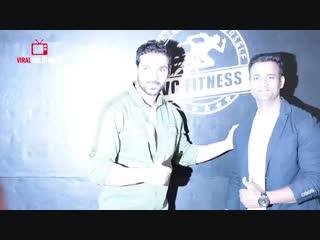 Live Fitness Workout at VC Fitness - John Abraham, Shilpa Shetty, Harshvardhan Rane - Vinod Channa_004.mp4