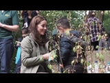 Making leaf crowns with St Stephen's School The Duchess sees an example of the positive i