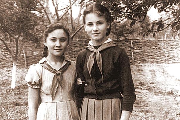 София Ротару Ротару София Михайловна по национальности - украинка с молдавскими корнями. Родилась 7 августа 1947 года в селе Маршинцы Черновицкой области Украинской ССР, которая до 1940 года