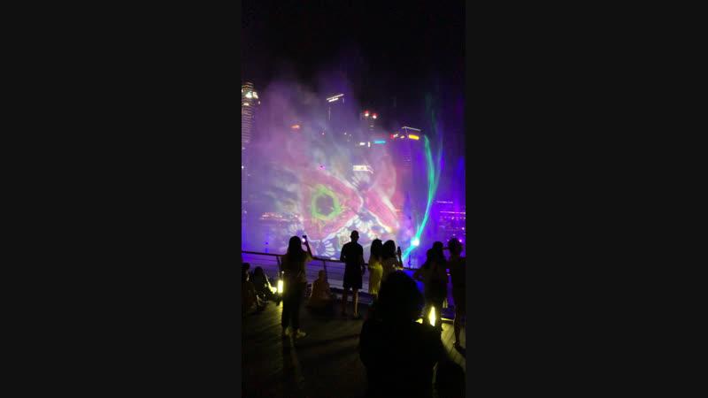 Потрясающие лазерные инсталляции прямо на фонтанах. Marina Bay Sands, Singapore