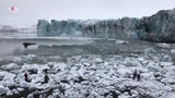 Iceland Glacier lost a piece and forms a 'TSUNAMI' tourists' escape