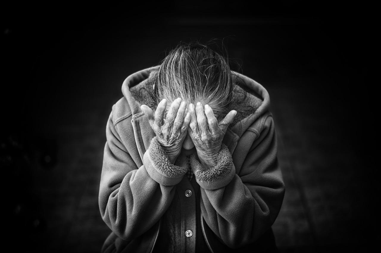 Из дома престарелой женщины в одном из поселков Марий Эл украли 30 000 рублей.