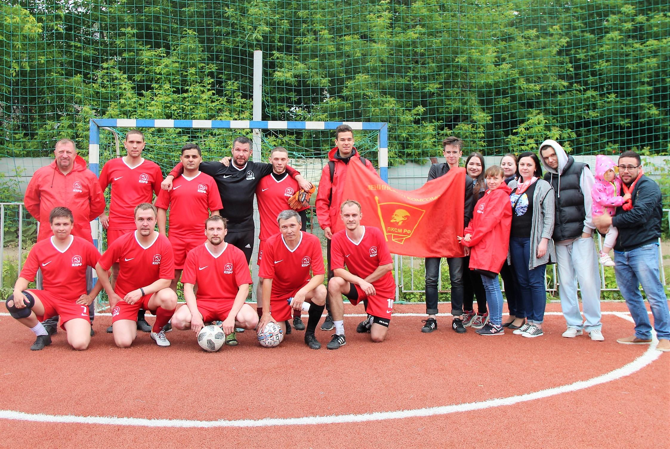 Челябинская футбольная команда КПРФ одержала волевую победу в дебютной игре!