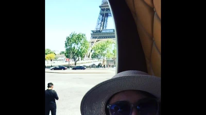 Та самая карусель возле Эйфелевой Башни