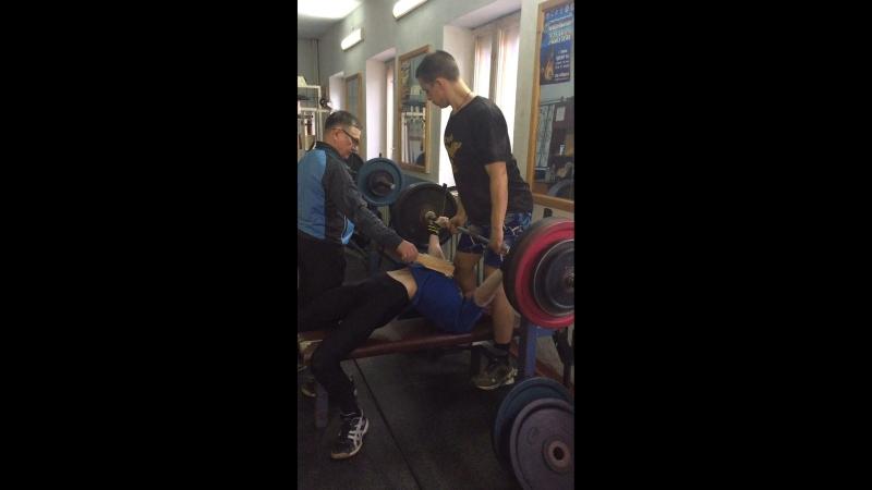 130 кг 4 подхода по 3 раза с остановками брусок 5 см,подготовка,собственный вес 60кг