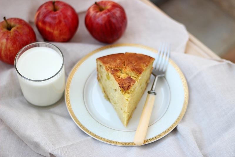 Рецепт Яблочный пирог на кефире: вкуснее шарлотки, а готовить легче