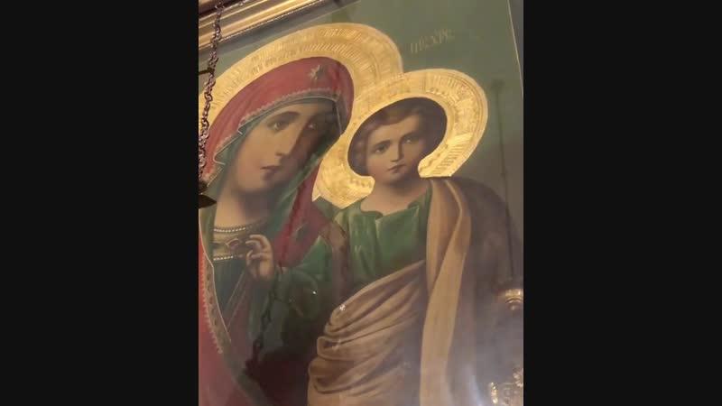 Честне́йшую Херуви́м и сла́внейшую без сравне́ния Серафи́м, без истле́ния Бо́га Сло́ва ро́ждшую, су́щую Богоро́дицу Тя велича́ем