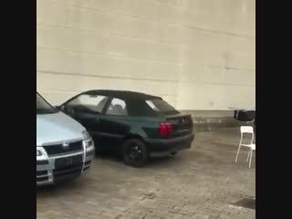 Polenböller gegen Deutsches Auto