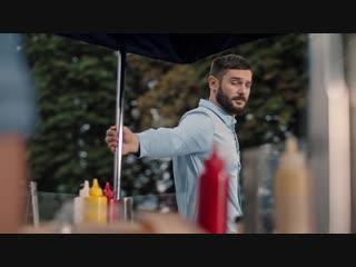 Реклама Samsung с главным героем, который привык ко всем большому 😏
