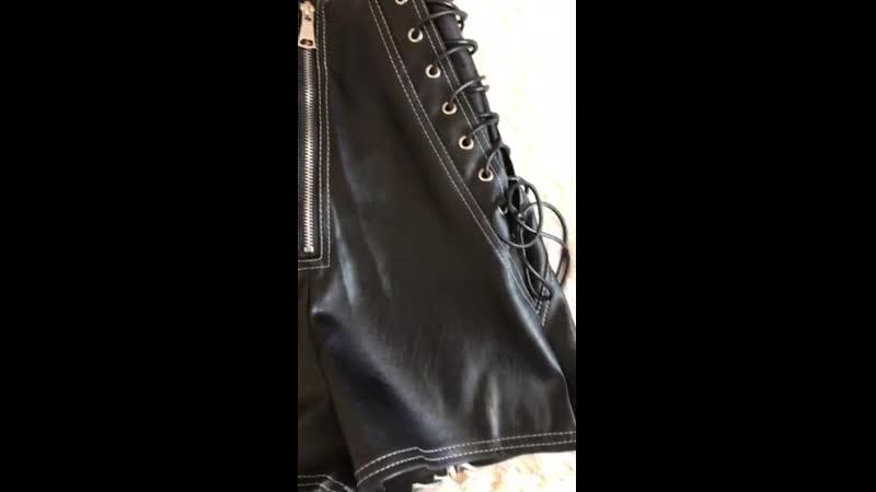 Кожаные шорты с завышенной посадкой😍🔥 Размер: S(42-44) Ткань: эко кожа Длина 38см Отличное качество