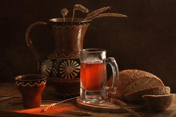 """Как приготовить """"темный"""" квас: рецепт из ржаного хлеба"""