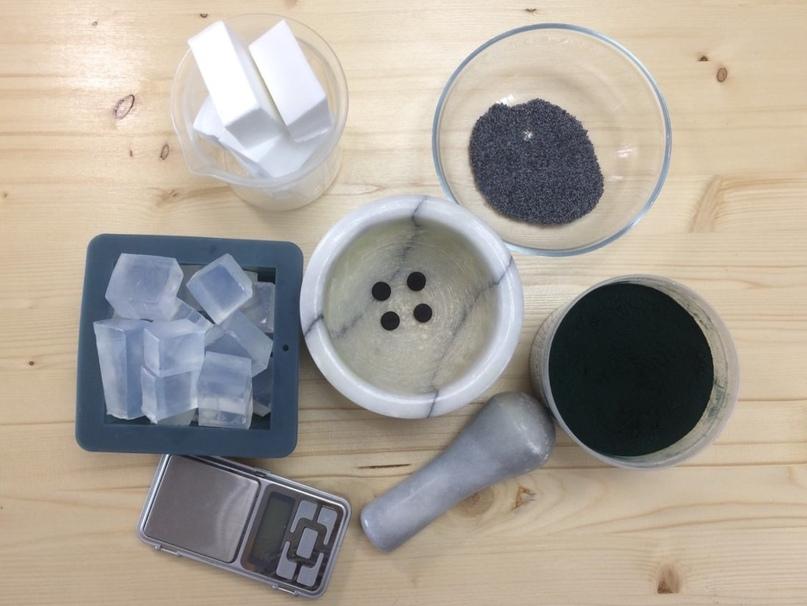 Мятное мыло с углем и спирулиной