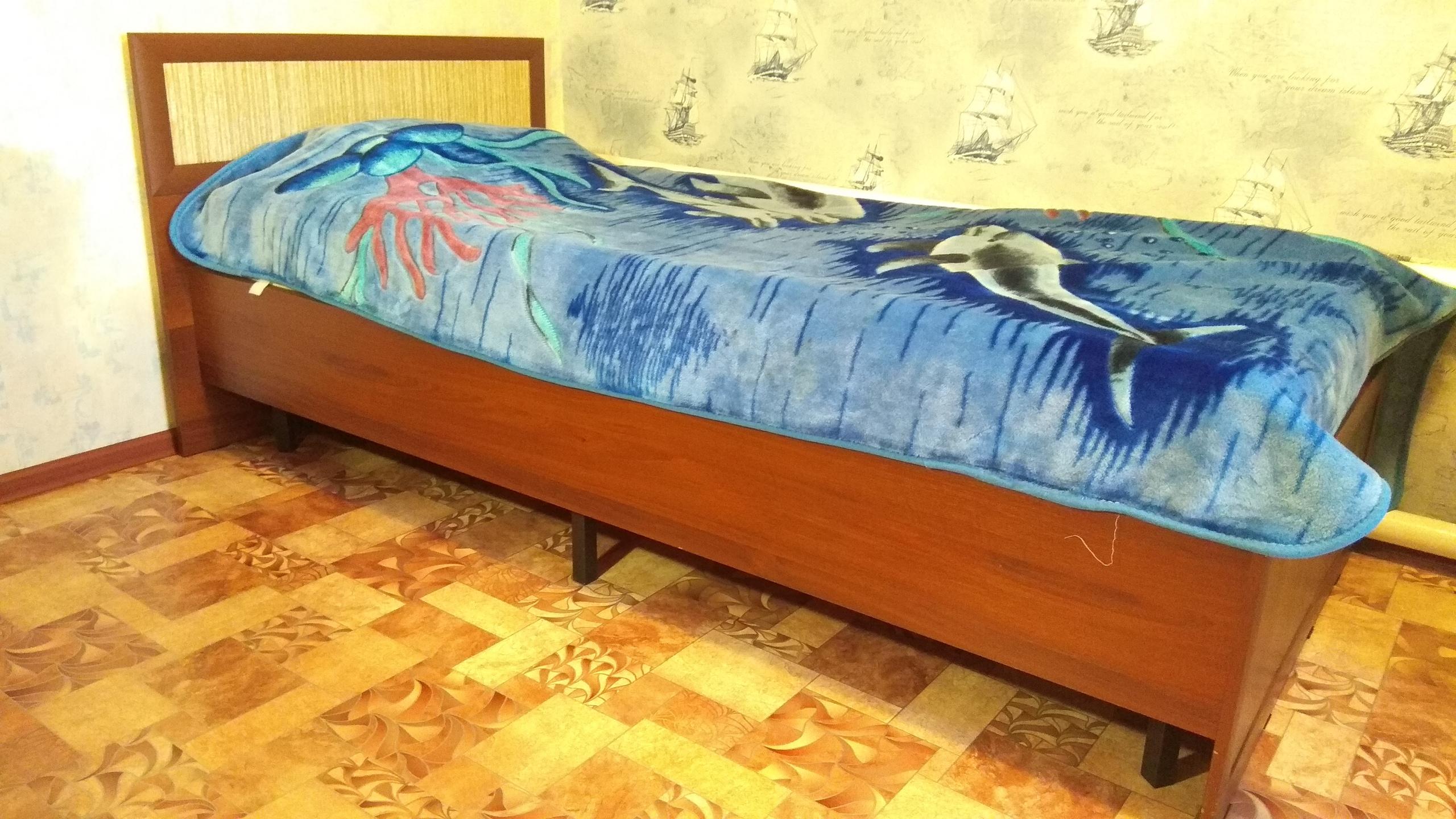 Продается диван и односпальная кровать (без матраца, размер под матрац 900 х 2000) в отличном состоянии.