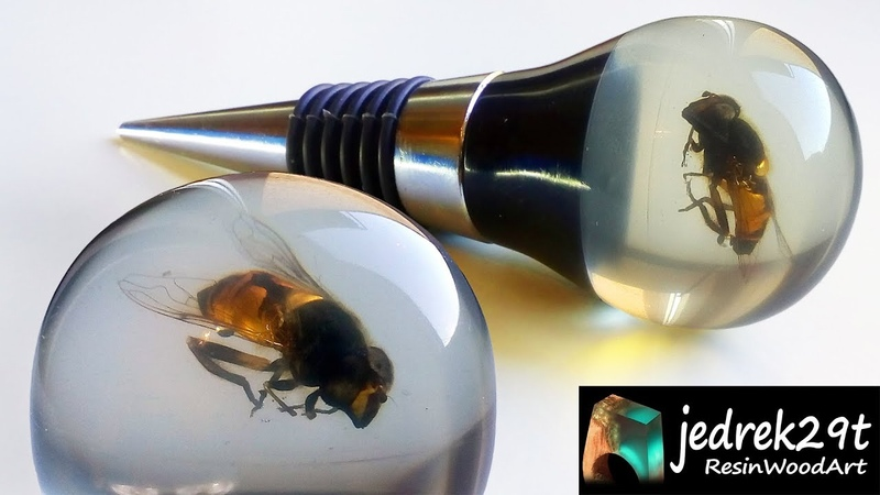 Bottle Stopper with a Bee Resin Art