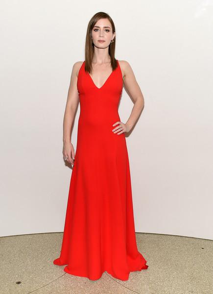 Эмили Блант в красном