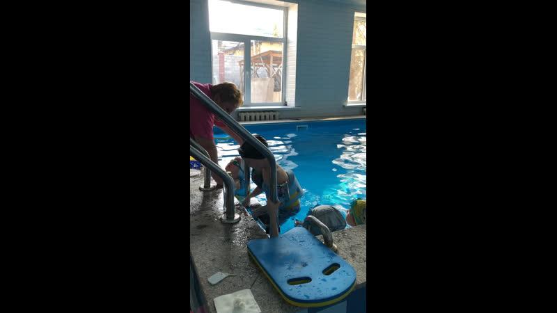 Арнур алғашқы рет бассейнге жазылды