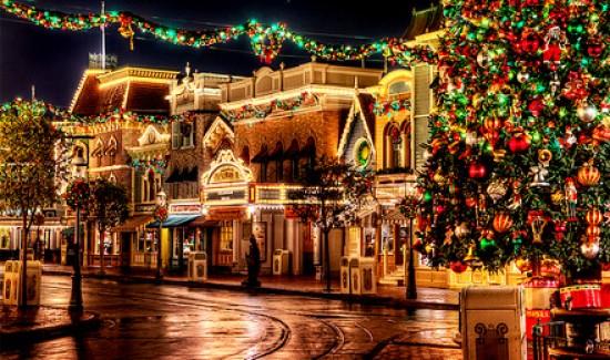 Рождество в склянке Господин Дрэго Аш неспешно ступал по заснеженной каменной кладке тротуара. Трость и строгая шляпа ставили в образе молодого мужчины элегантную точку. Разве что широкий