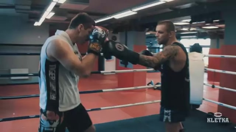 Нанесение ударов и комбинаций в бою — тренировки по тайскому боксу с Андреем Басыниным