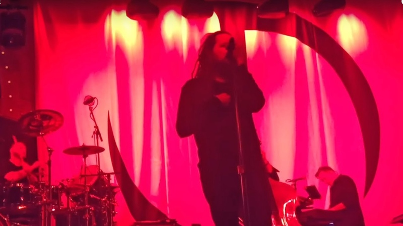 Jonathan Davis Overcome With Emotion On Stage Rock Feed