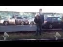 Видео Неадекват за рулем едва не сжег свою машину и чуть не устроил массовое ДТП