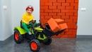 BABY построил стену в ДОМЕ. Ребёнок СТРОИТЕЛЬ.BABY built a wall in the house.
