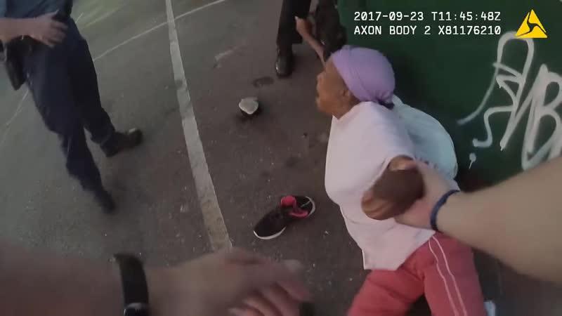 Полицейская собака напала на женщину