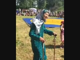 Бабушки танцуют на празднике в Татарстане