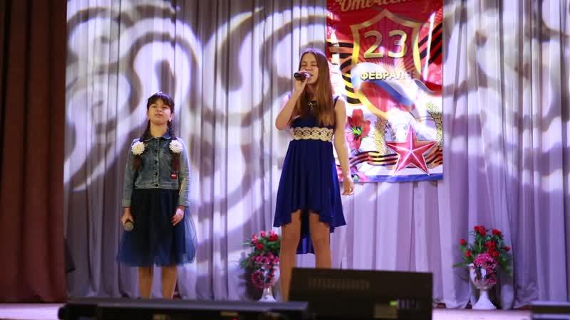 Сестрички Воеводины Анастасия и Полина