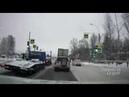 В Петербурге таксист сбил пешехода и врезался в остановку