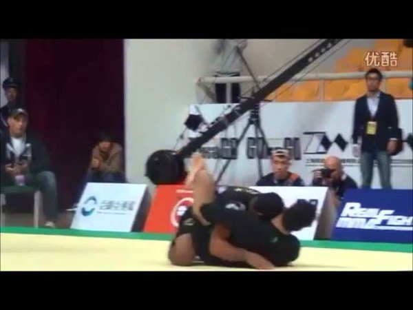 Kron Gracie vs JT Torres ADCC 2013 - Dont leave your arms out when in guard.