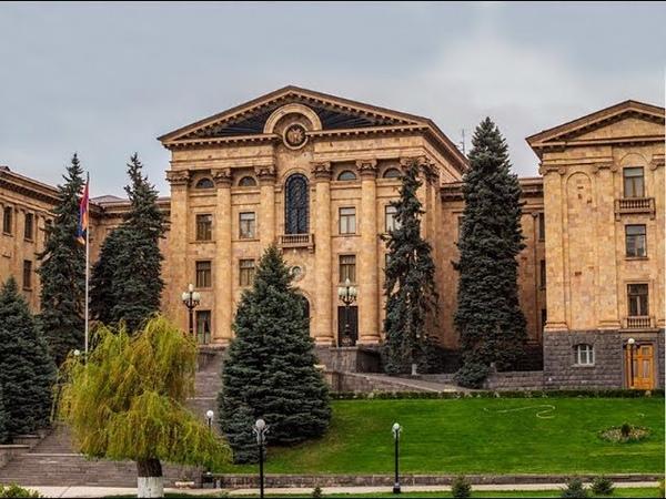 В Национальном Собрании Армении бурная разборка