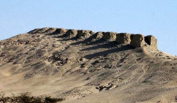 Тринадцать башен Чанкильо В перуанском районе Чанкильо или Чанкилло (Chankillo) департамента Анкаш когда-то располагался некий таинственный церемониальный комплекс, площадь которого — 4