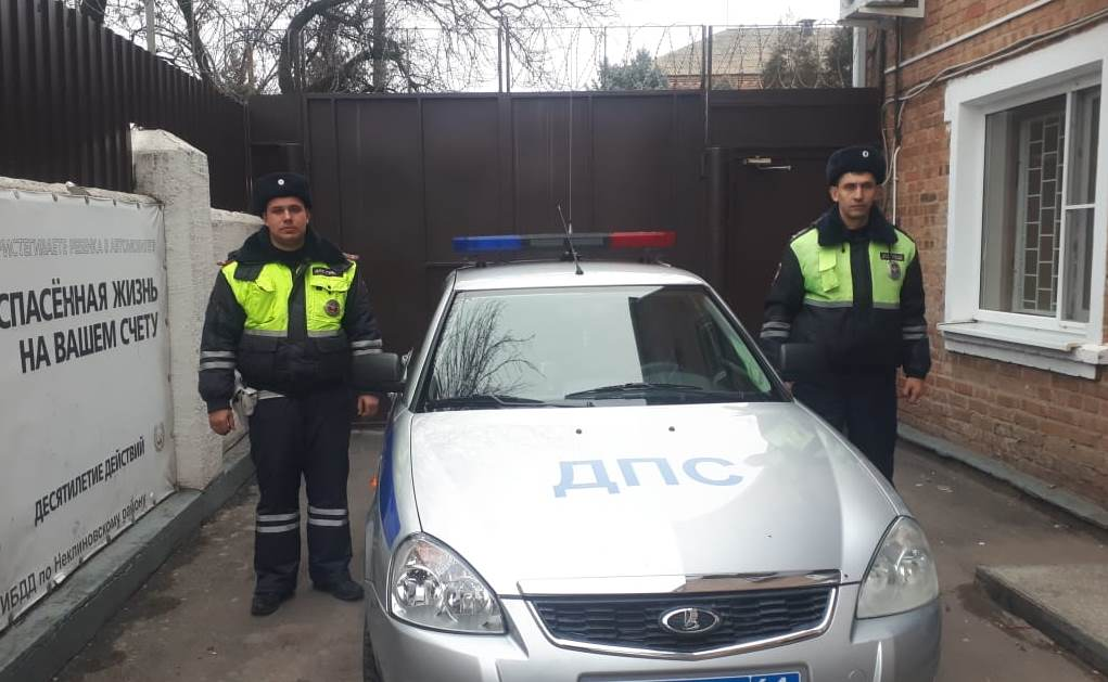 Под Таганрогом отважные сотрудники ГИБДД спасли людей и их имущество при пожаре в жилом доме