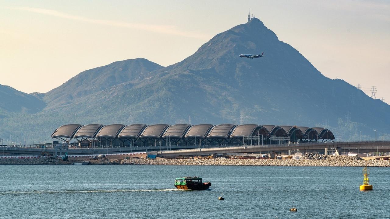 В Гонконге завершили строительство пассажирского терминала по проекту Rogers Stirk Harbour   Partners и Aedas.