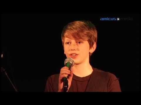 Miejcie Nadzieję śpiewa Jan Rozmanowski