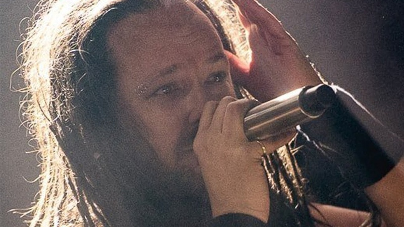 Jonathan Davis Breaks Down Onstage During Korn Show | Rock Feed