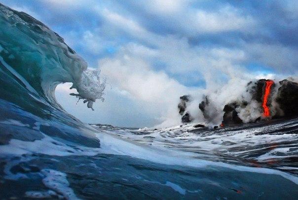 Столкновение двух стихий Фотографы Nic Selway и CJ ale пойдут на многое ради удачного кадра, даже когда дело касается активного вулкана. Фотографы и просто лучшие друзья Nic Selway и CJ ale
