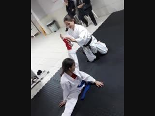Растяжка в Кёкусинкай карате. Отличный шпагат. Подготовка бойца https://vk.com/oyama_mas