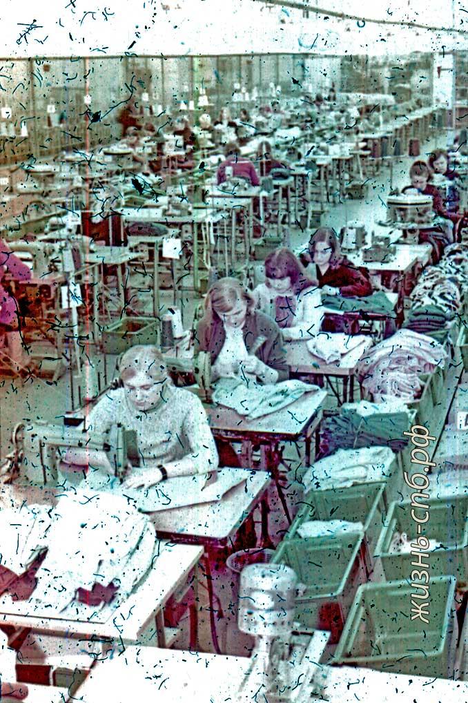 Советская Латвия. г. Огре. В цехе трикотажного комбината им. 50-летия ВЛКСМ. Старые фото