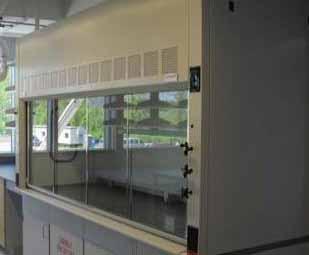 Вытяжные шкафы являются частью систем фильтрации воздуха в лабораторных помещениях.