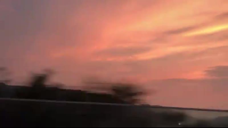 [나경] 이날 하늘 진짜 예뻤는데 - 예쁜 거 보면 플로버 생각나서,,