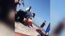 Полицейский на пляже избил девушку в бикини на глазах у её дочки.