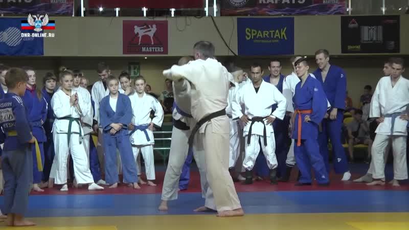 Призер Олимпиады Башир Вараев провел открытую тренировку для дзюдоистов Республики