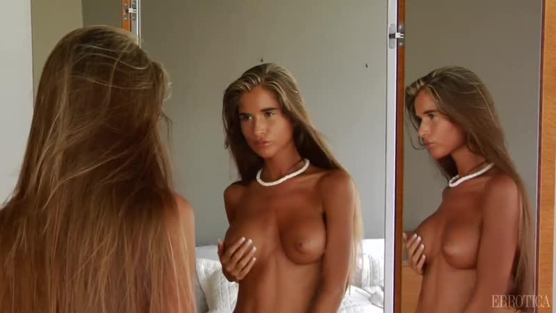 Группа Я Порно Клуб Прелестная девушка с идеальной, упругой грудью