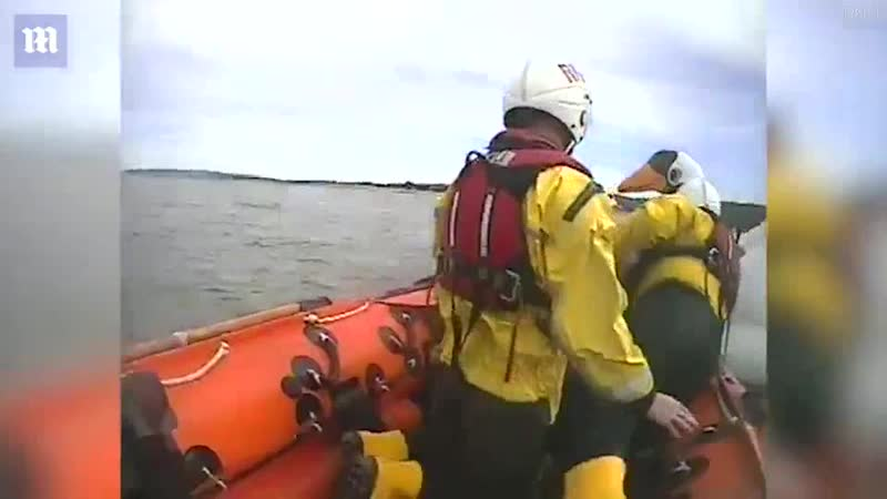 Две малолетние путешественницы уплыли на надувном лебеде в море